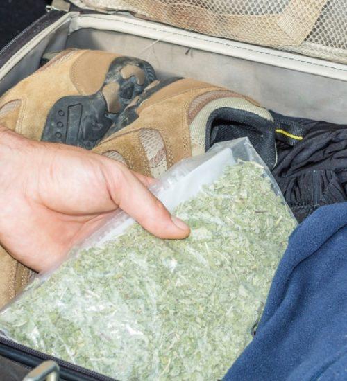 シカゴ空港 大麻